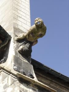 Troyes - St. Nizier - Gargoyle kept company by pigeons