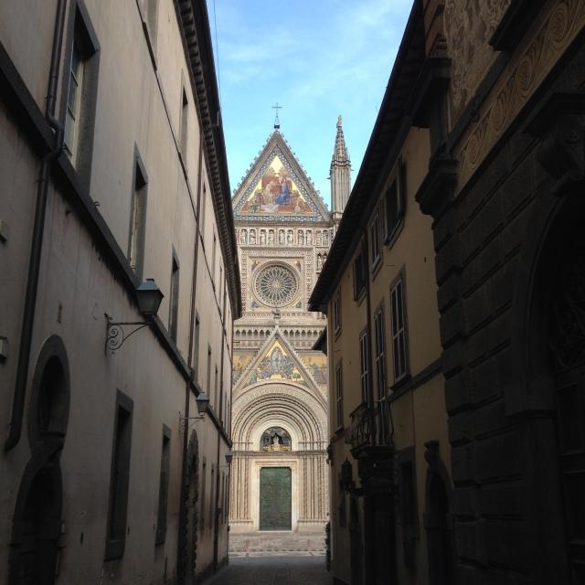 Orvieto - Approaching Duomo