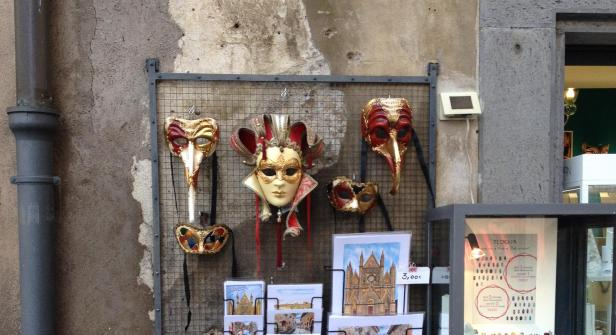 Orvieto - Masks and postcards