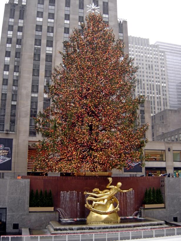 christmas-tree-in-rockefeller-center-ny-ny-3jpg